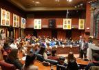 Los estudiantes del IES Beniaján escuchan el testimonio directo de los diputados Emilio Ivars y Juan Antonio Mata